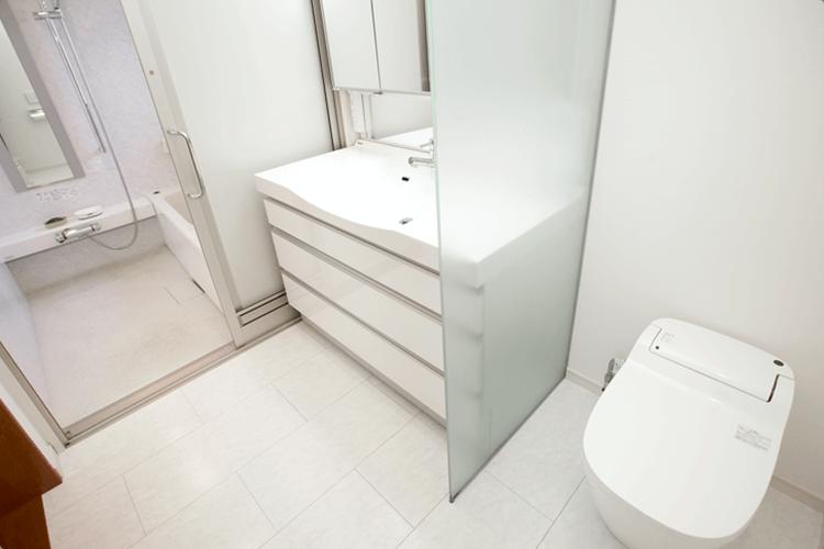 バス・洗面・トイレが一体になったスイートルームタイプのサニタリー